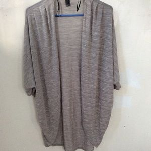 Airy grey cardigan size : small. Forever 21